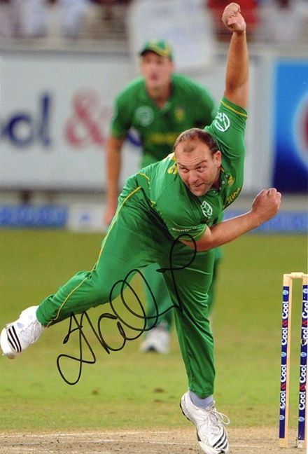 Jacques Kallis, South Africa, signed 12x8 inch photo.(2)